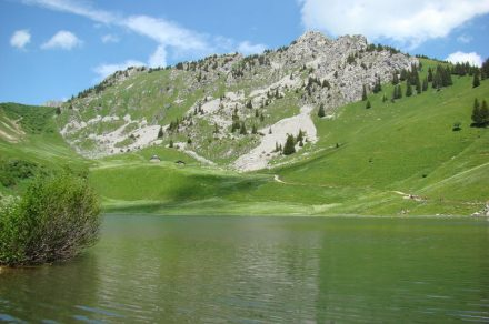 Walking route to Lac d'Arvouin